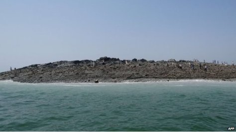 Pakistan quake island off Gwadar 'emits flammable gas'